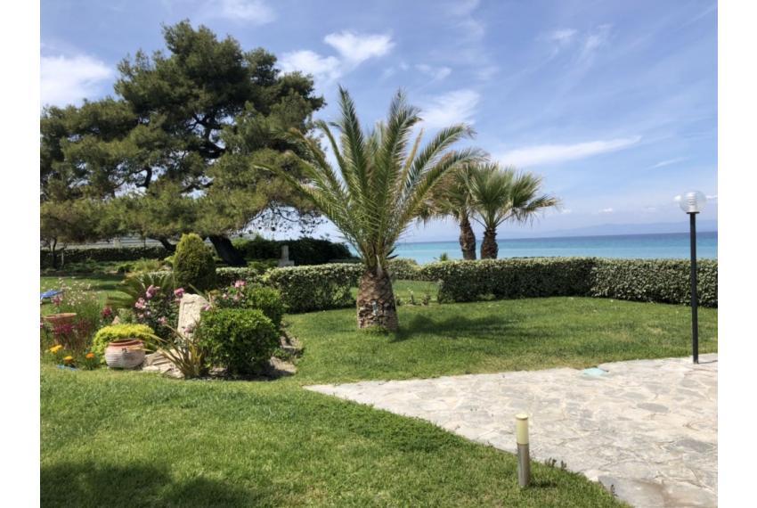 Продажба на къща Халкидики Гърция на първа линия до морето