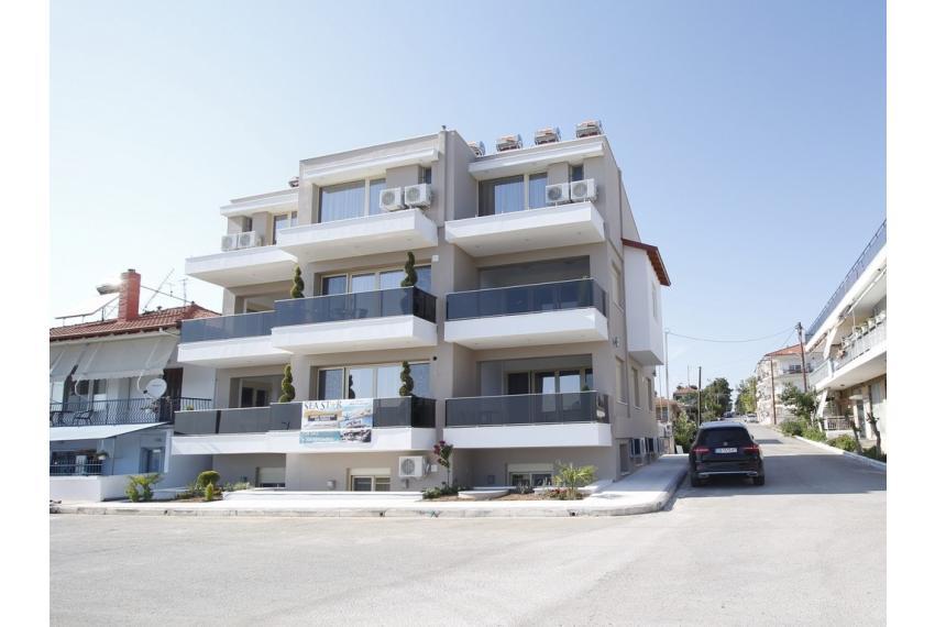 Продава апартаменти на първа линия на морето